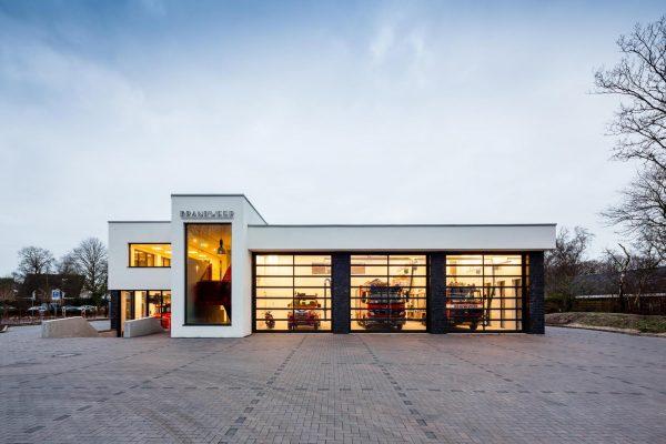 Bedrijfspand fotografie brandweerkazerne Bergen | Bernard Faber Architectuurfotografie